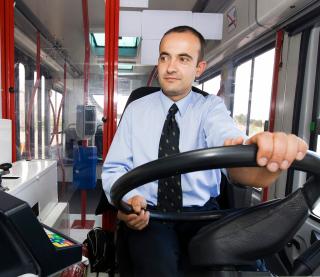 Conductor de un autobús eléctrico de Madrid (EMT).