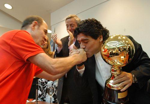 Maradona_bochini