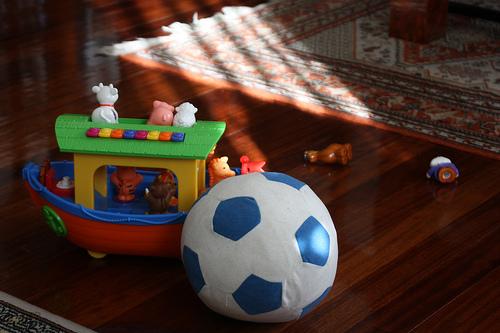 Arca de Noé de juguetería San Carlos y balón de Ikea