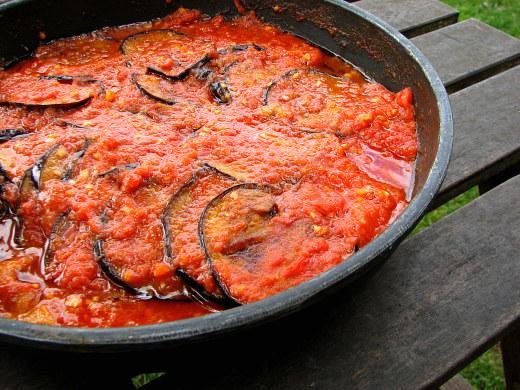 Berenjenas tomate y ajo