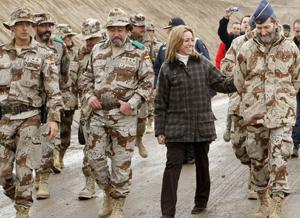 Chacón visita a las tropas españolas en     Afganistán