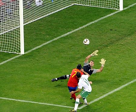 Villa marca el único gol del partido ante Portugal