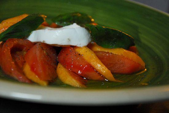Ensalada tomate mozzarella nectarina