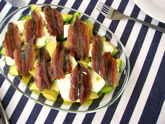 Ensalada aguacate sardinas caseras aceite