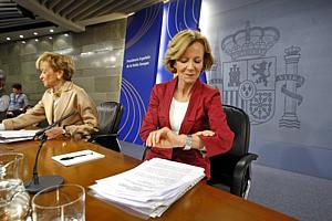 Las vicepresidentas Elena Salgado y María Teresa F. de la Vega