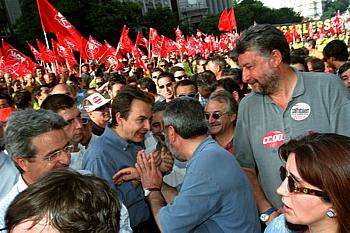 Zapatero, en la manifestación por la huelga general de 2002 (Foto: Ricardo Gutiérrez)