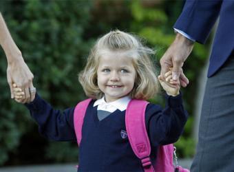Leonor_mano_padres_llega_colegio