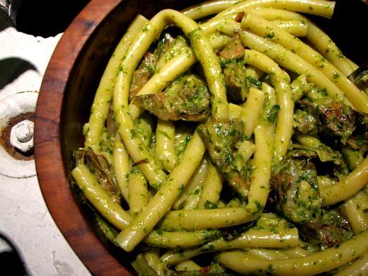 Pasta con alcachofas y pesto