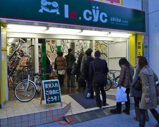 Una tienda de bicis de Tokio el 11 de marzo de 2011. Foto: Alex Williams