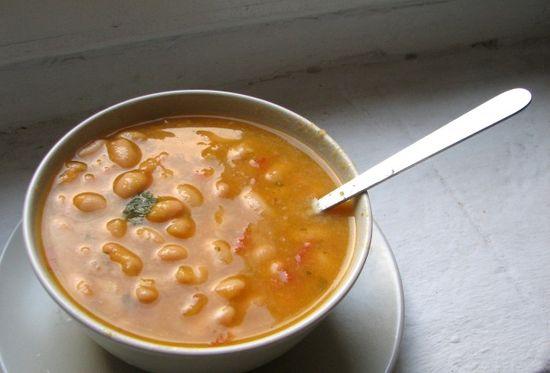 Sopa alubias blancas tomate albahaca