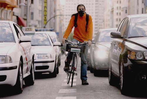 Ciclista_mascara_Madrid. Samu Sánchez