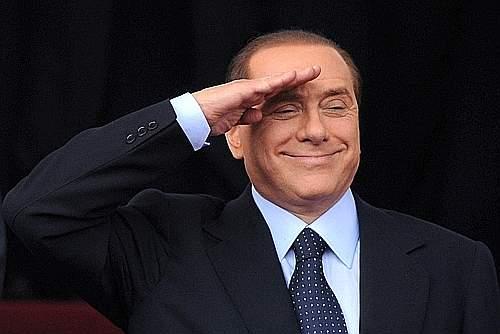 Berlusconi_saluto_militare_2_giugno_2009