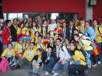 Voluntarios-ucam-jornada-mundial-de-la-juventud-colonia-2005