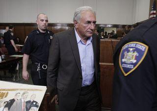 Strauss-Kahn ante el tribunal que le concedió la libertad provisional bajo fianza. AFP PHOTO/POOL/Richard Drew