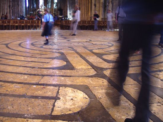 800px-Labyrinth_at_Chartres_Cathedral Wikimedia