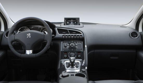 Puesto de conducción del Peugeot 3008 HYbrid 4