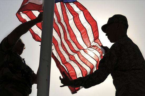 Alzando la bandera en Kabul