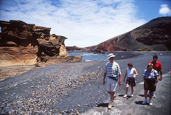 Caminantes en Timanfaya Lanzarote