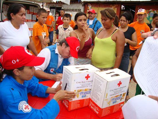ACNUR y la Cruz Roja Colombiana entregaron 300 kits con alimentos a pobladores de Puerto Santander, municipio en la frontera con Venezuela, entre los más golpeados por los efectos de las lluvias recientes. ACNUR W.Vargas