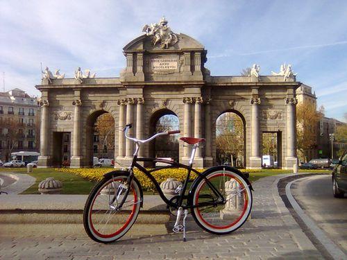 Una Cruiser en la Puerta de Alcalá. Foto: Enbicipormadrid.es