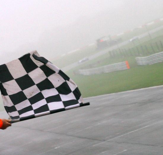 Bandera a cuadros en el circuito de Snetterton