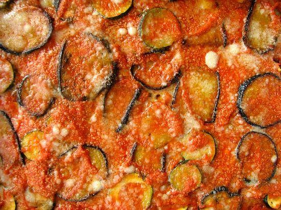 Parmigiana de berenjenas calabacines morcilla