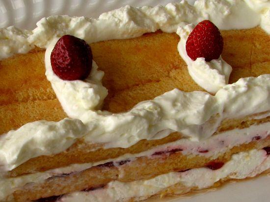 Pastel sobaos fresas leche condensada