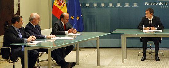 Zapatero_conversa_Angel_Ron_Popular_Francisco_Gonzalez_BBVA_Emilio_Botin_Santander