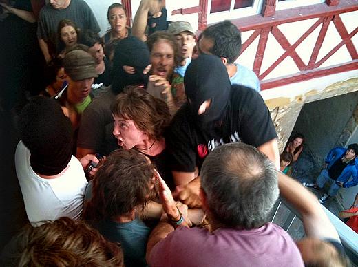 Aurore Martín, rodeada por varios simpatizantes (EiTB)