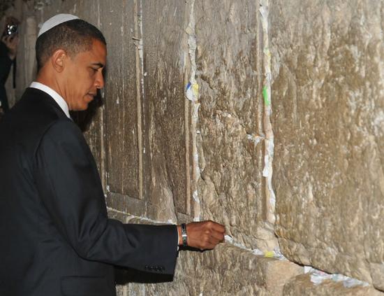 Obama en el muro.