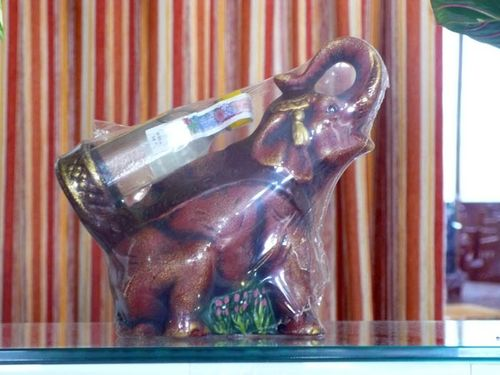 Botellas, elefante