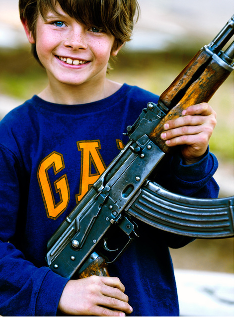 Ni os que mueren jugando con armas de mamas de papas - Pistolas para lacar ...