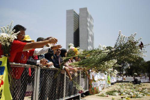 Brasileños en una manifestación en Brasilia / Reuters