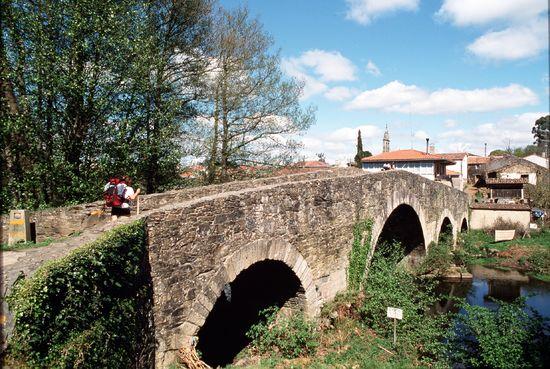 Puente medieval  en el Camino de Santiago Galicia Isidoro Merino