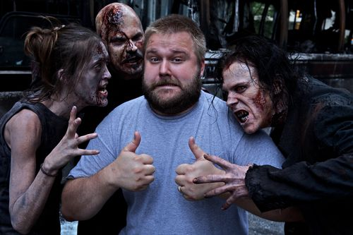 Kirkman con Zombies (Foto: Fox)