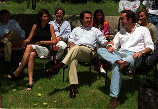 Lucía Figar con José María Aznar y Alejandro Agag en  el año 2000. / SANTI BURGOS