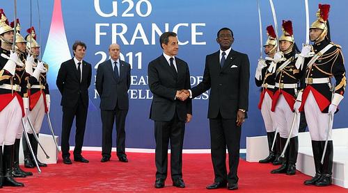 Foto oficial del encuentro entre Sarkozy y Obiang en el G-20 de Cannes.