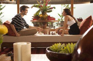 28193_edward-y-bella-juegan-al-ajedrez-en-amanecer-parte-1