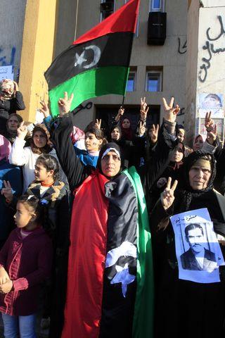 Madres de víctimas de Gadafi se manifiestan en la plaza de Al Mahkama, en Bengasi, Libia. ©Bernardo Pérez