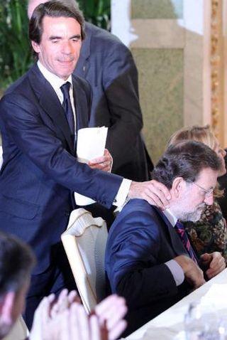 Jose_Maria_Aznar_saludando_Mariano_Rajoy