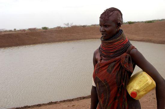 Un resevorio tradicional de agua en Turkana (Kenia). Restaurar estos recursos puede ayudar en las estaciones secas. Fuente: Oxfam GB