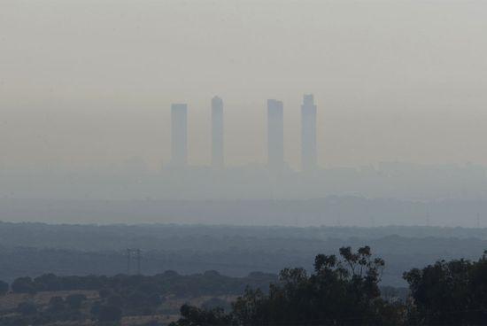 Manto_polucion_cubre_Madrid