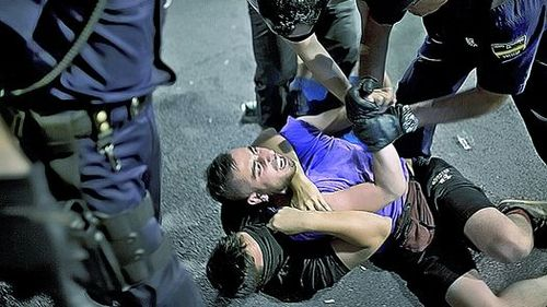 Incidentes-masiva-marcha-Papa-Madrid_CLAIMA20110818_0035_4[1]