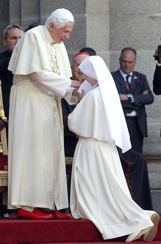 El papa y la religiosa Belén González en San Lorenzo de El Escorial. / Gorka Lejarcegi