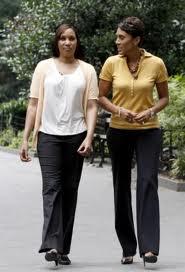 Nafissatou Diallo, a la izquierda, con una periodista