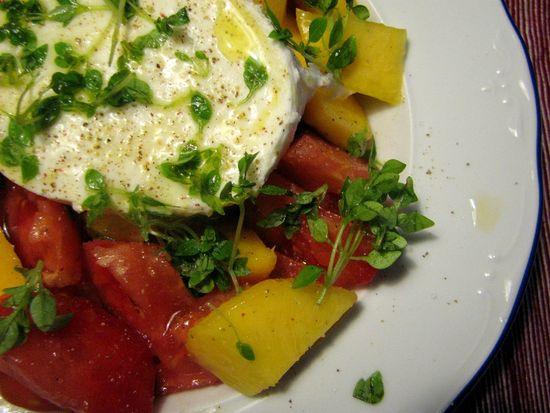 Ensalada tomate melocotón mozzarella