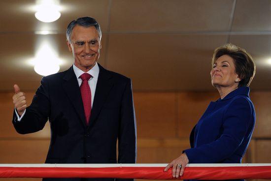 Anibal Cavaco Silva y su mujer