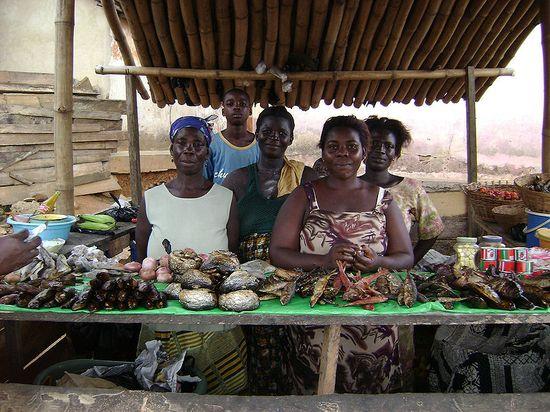800px-Nyakrom_Fish_Market