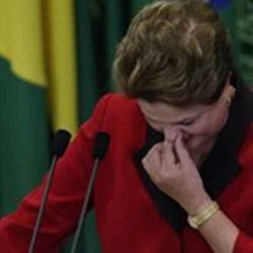 Dilma emocionada