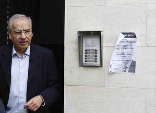 Alfonso Guerra en un paseo electoral en la última campaña. / GARCÍA-CORDERO